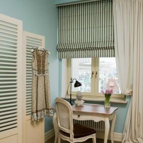 Римская штора из полосатой ткани