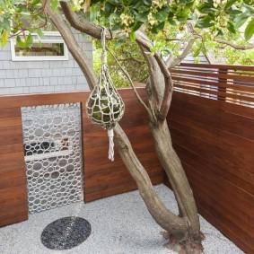 Ажурная калитка в деревянном заборе