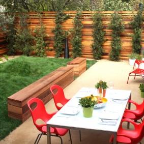 Садовые стулья красного цвета