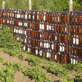 Дачный забор из пластиковых бутылок