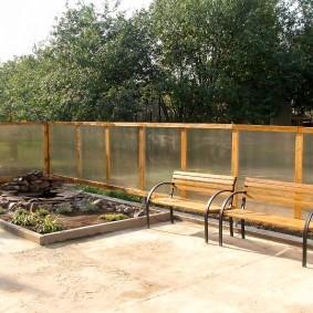 Забор из поликарбоната на деревянном каркасе
