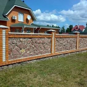Забор из камня и кирпича на ленточном фундаменте