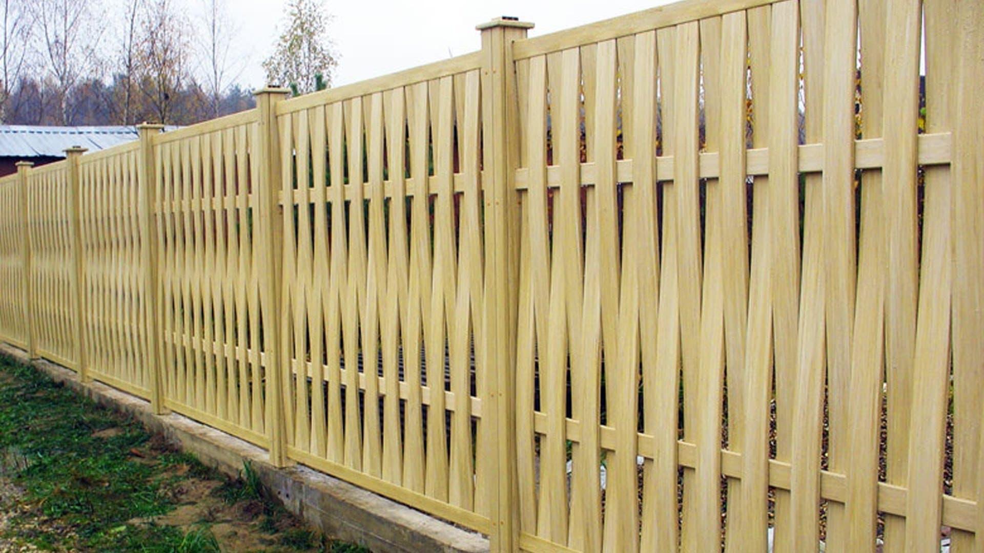 Красивые деревянные заборы для дачи фото