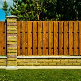 Красивый забор комбинированного типа