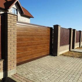 Сдвижные ворота в частном доме
