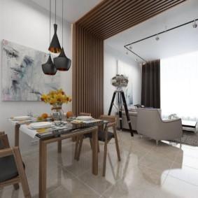Обеденный стол на керамическом полу