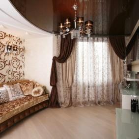 Натяжной потолок темно-коричневого цвета