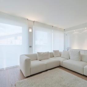 Светлая комната в стиле минимализма