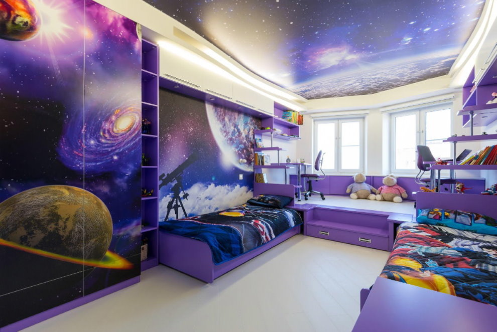 Интерьер детской с фотообоями на потолке