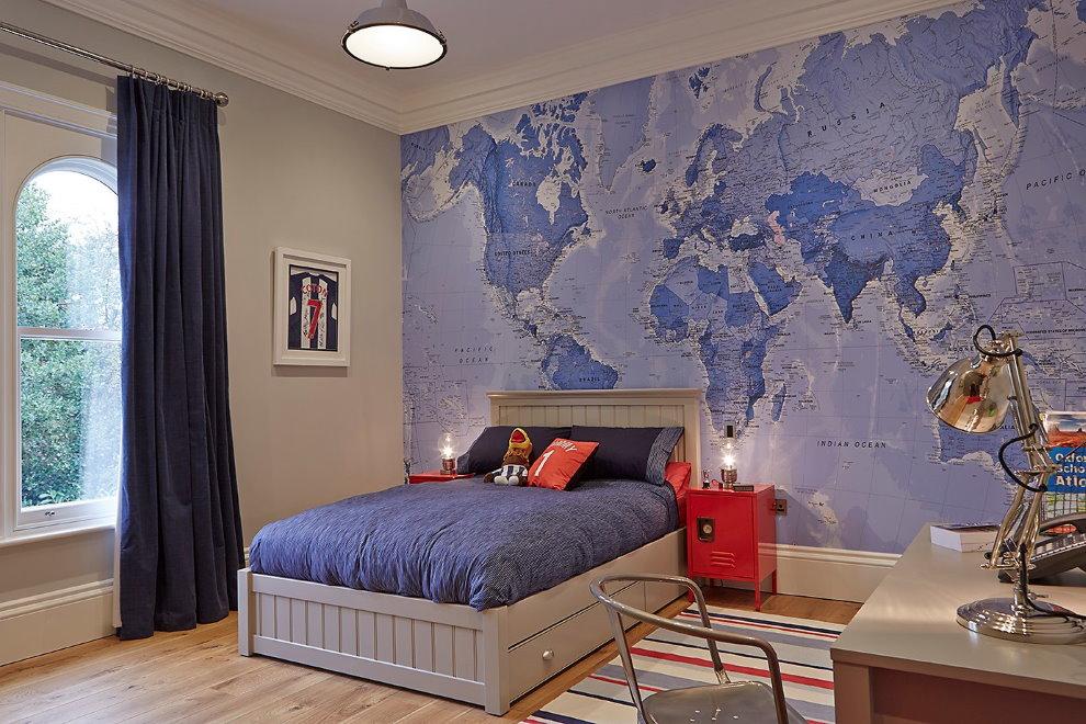 Карта мира на фотообоях в спальне мальчика