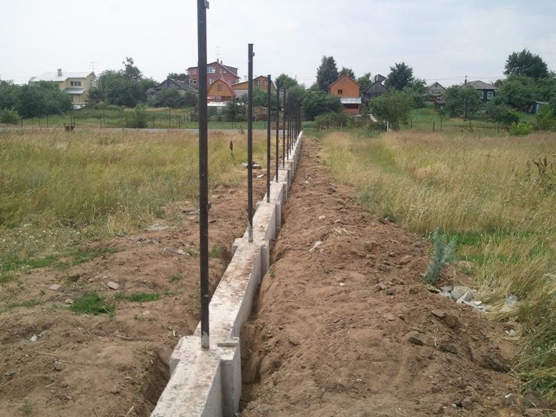 Фундамент под пластиковую ограду