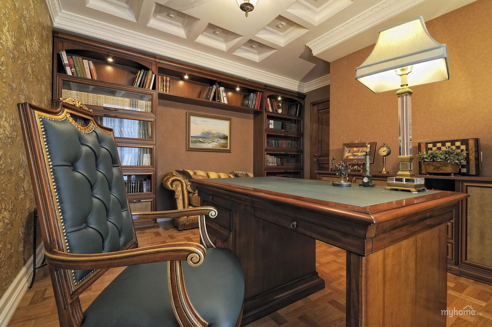 классический интерьер кабинета в квартире