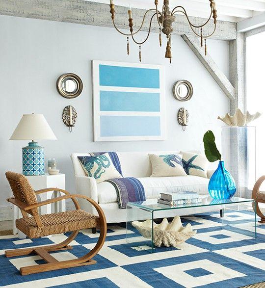 Картина на стене гостиной в морской тематике