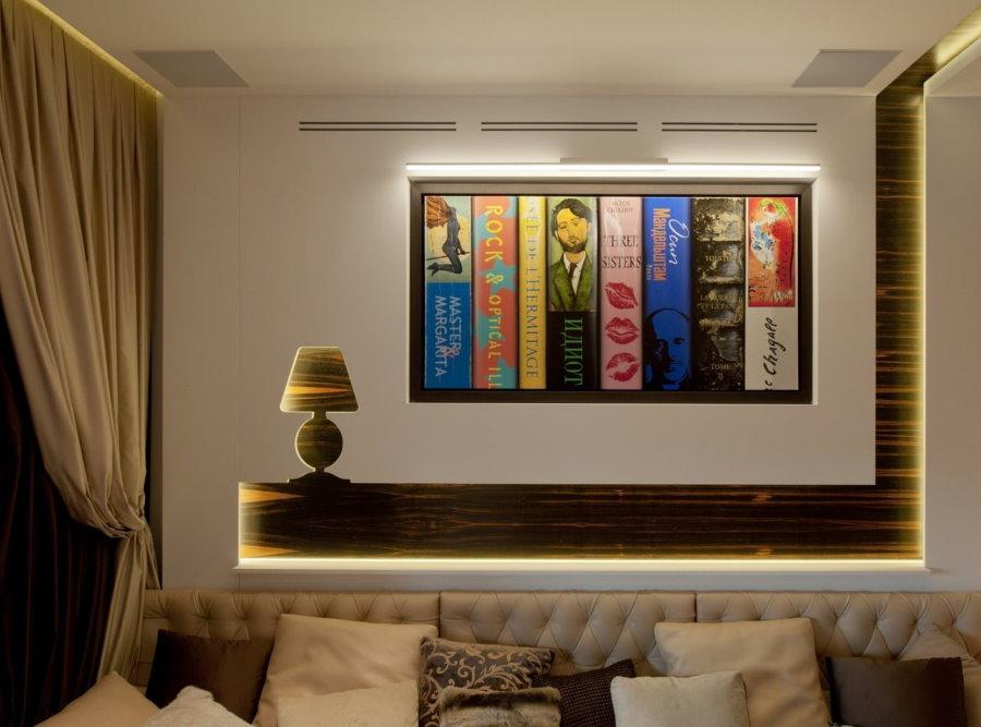 Картина с подсветкой над диваном в зале