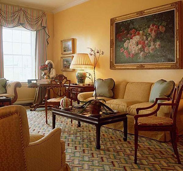 Уютная гостиная с картиной на стене