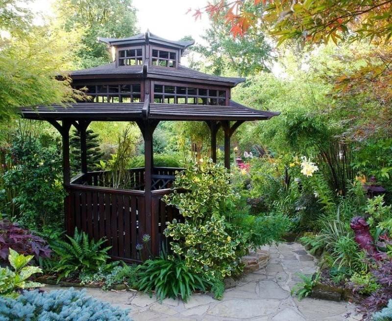 Китайская беседка в частном саду