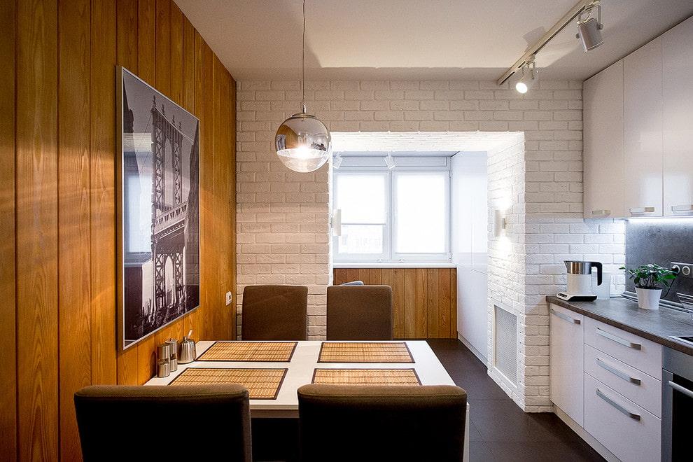 Отделка стены кухни деревянными панелями