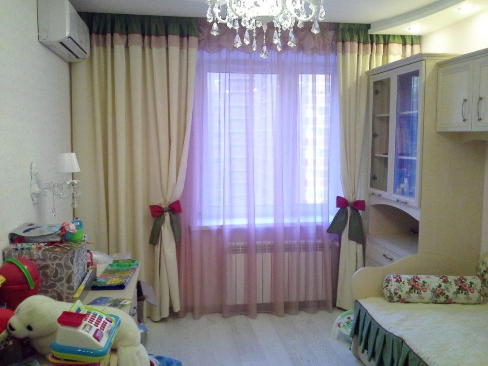 Классические шторы с подхватами в виде бантиков