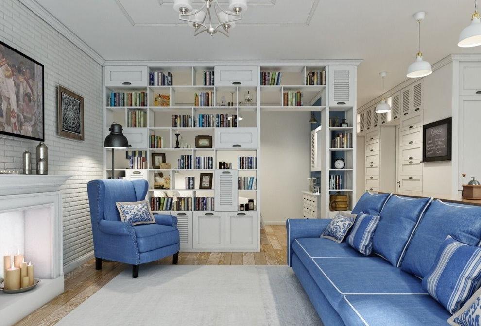 Белый стеллаж в зале с синим диваном