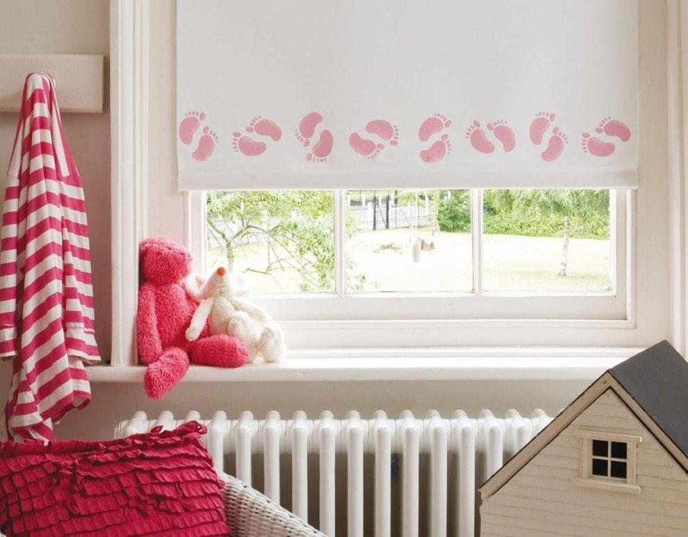 Рулонная штора с розовым орнаментом