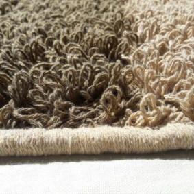 Длинные петли на ковровом покрытие для зала