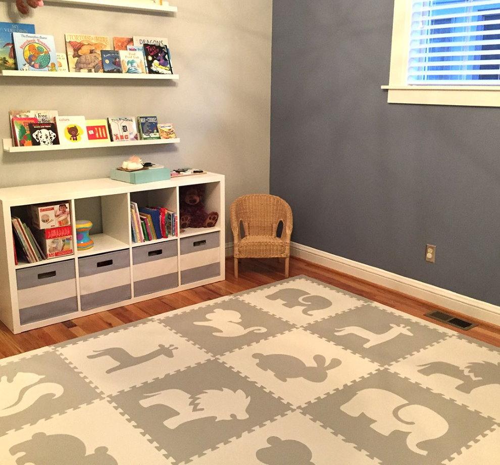 Ковер на полу комнаты для ребенка дошкольного возраста