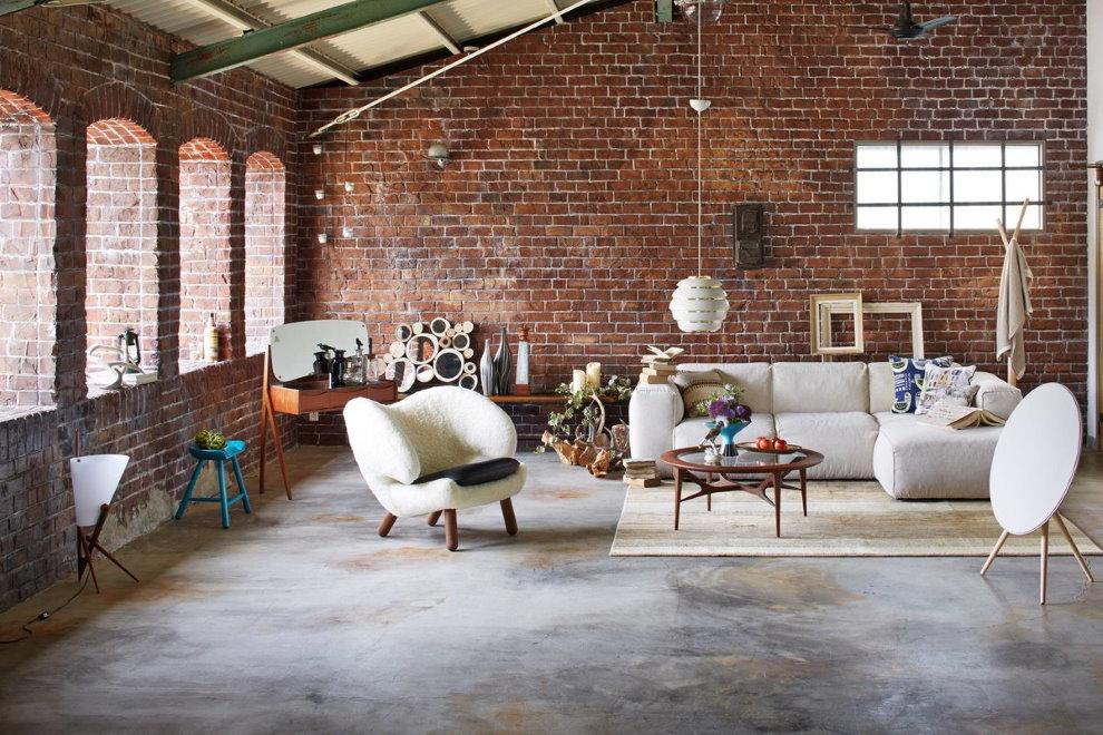 Ковер в диванной группе зала индустриальной стилистики
