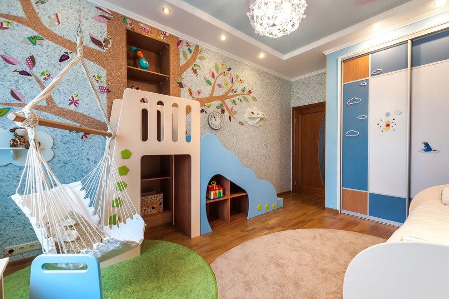 Коврики разного цвета в детской комнате