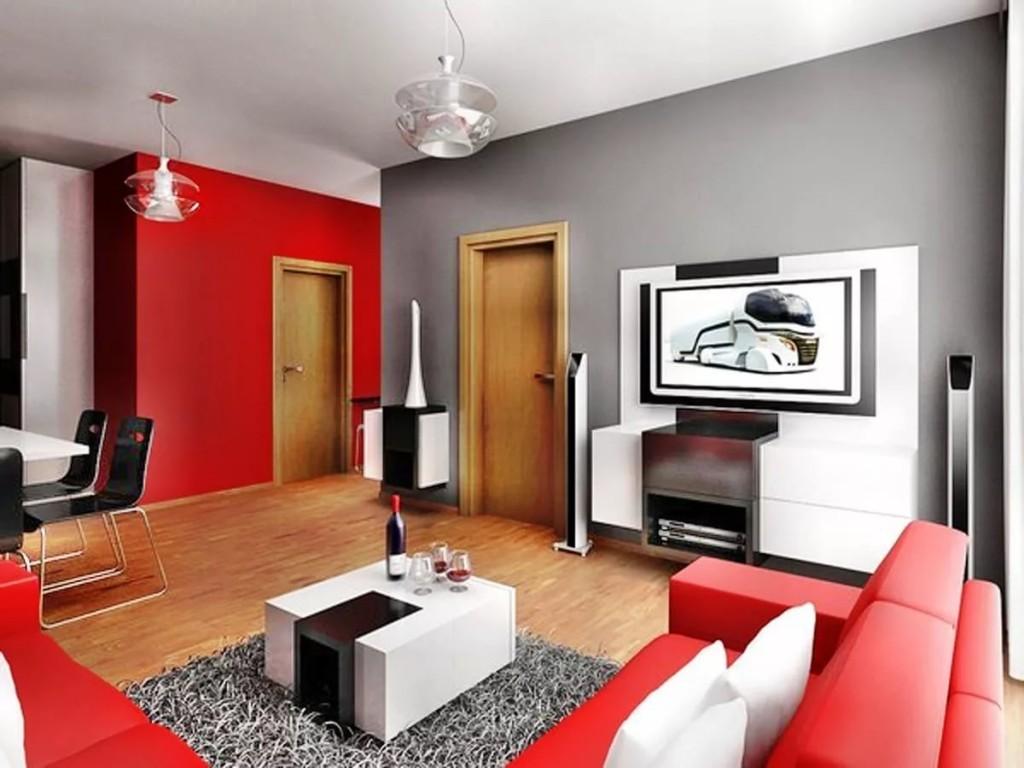 Красный диван в комнате с серой стеной