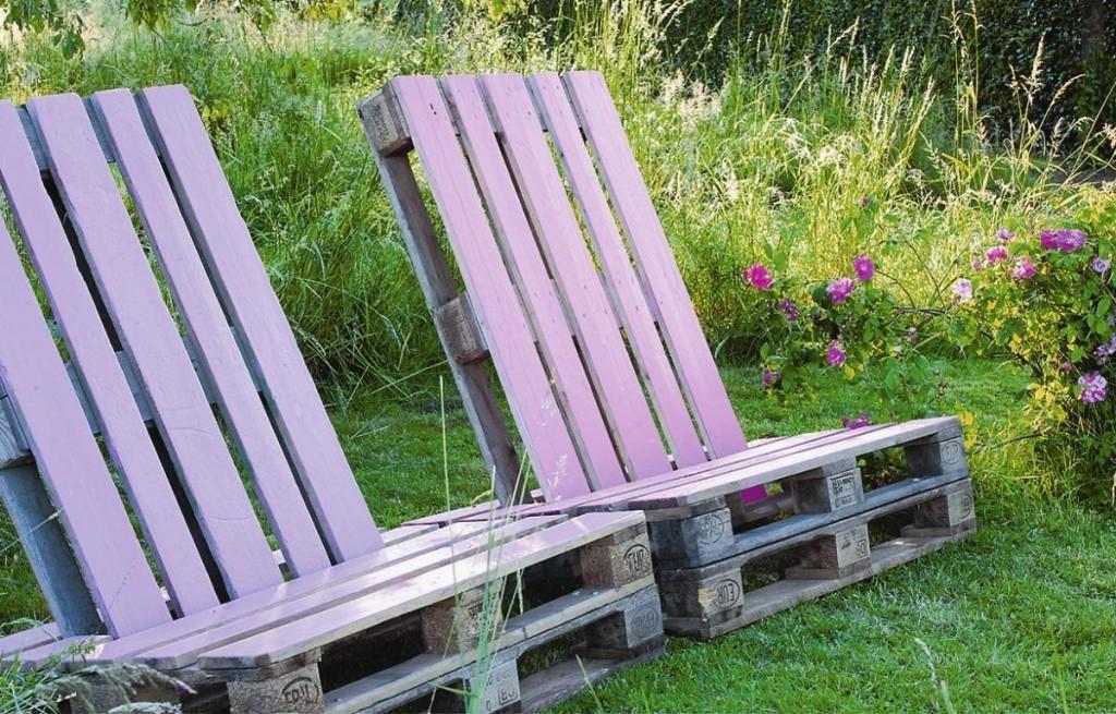 Садовое кресло из старых поддонов