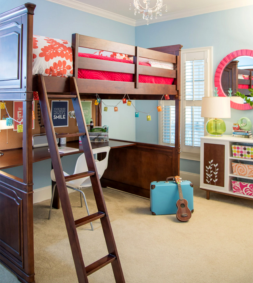 Письменный стол на нижнем ярусе детской кровати