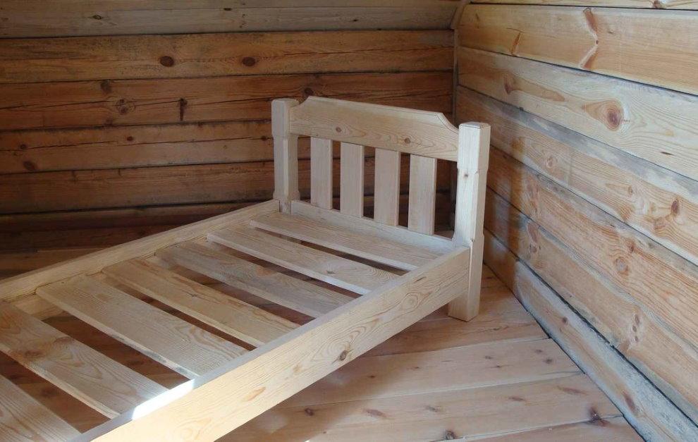 Каркас самодельной детской кровати из дерева
