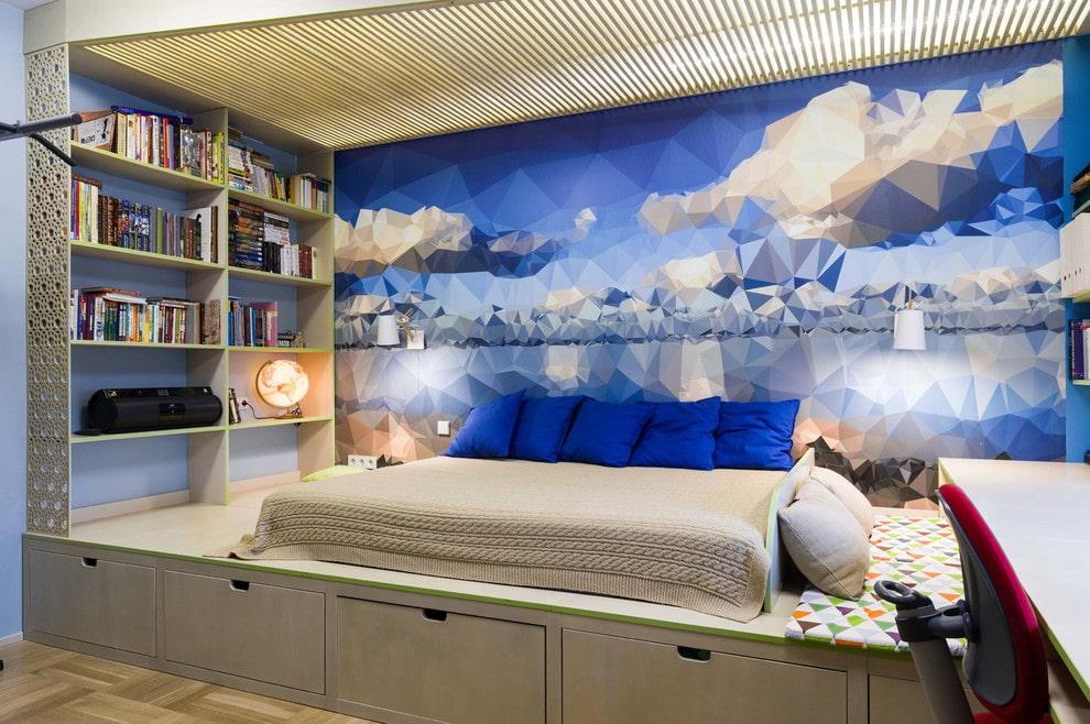 Красивые фотообои за кроватью на подиуме