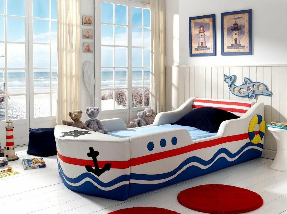 Детская кровать для мальчика в морском стиле