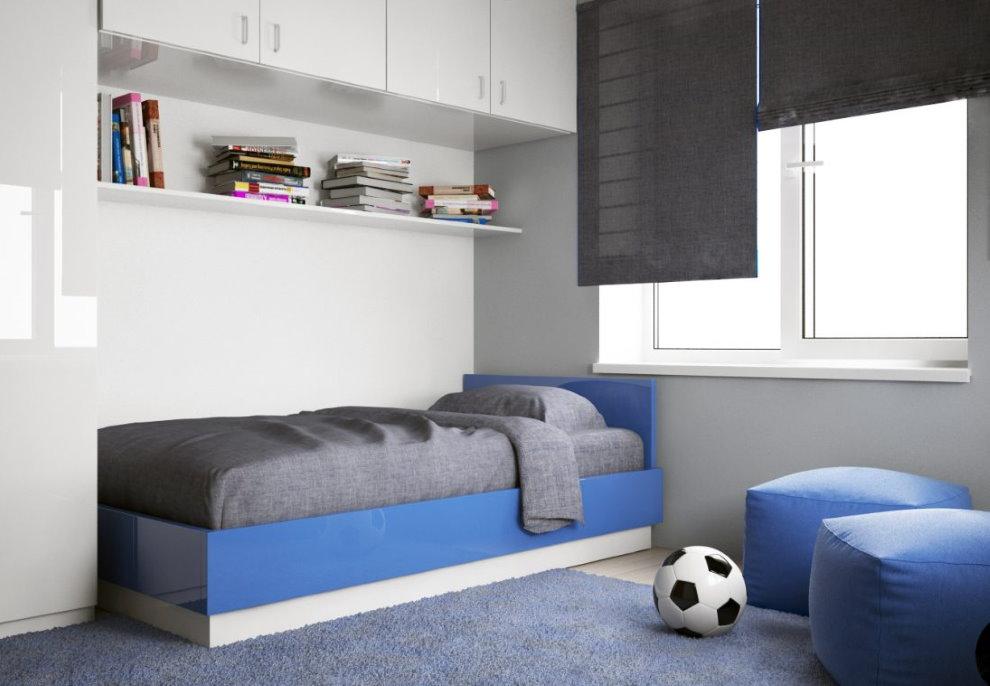 Сине-белая кровать в стиле минимализма
