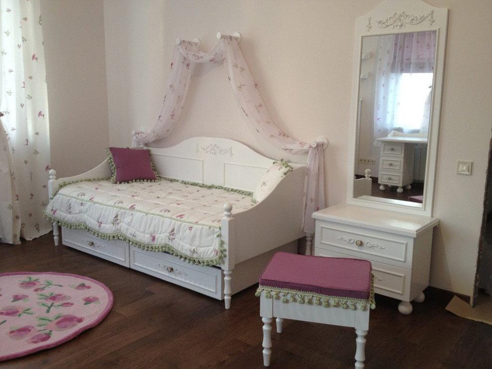 Детская кровать в стиле прованса для девочки