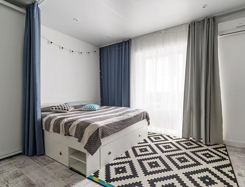 Синие занавески в спальной зоне общей комнаты