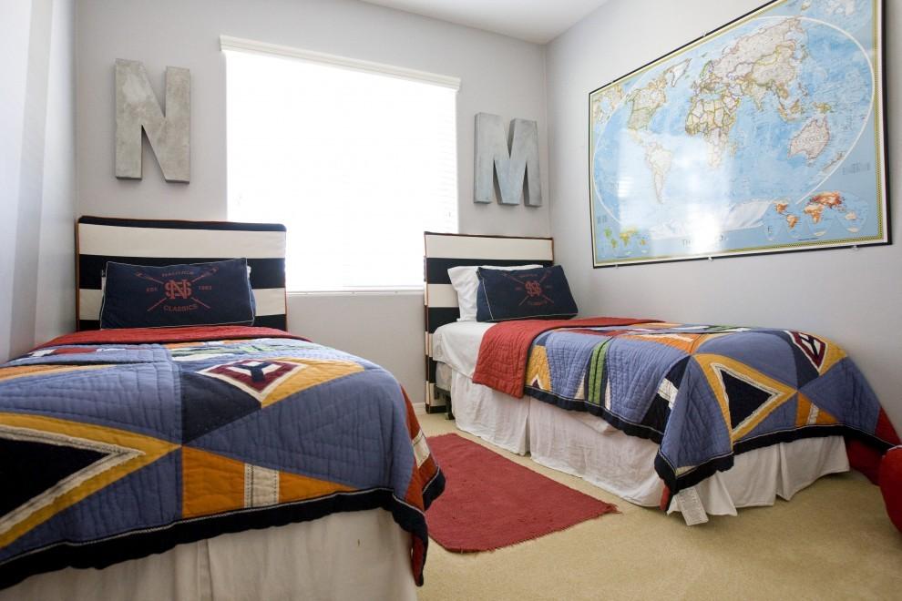 Кровати мальчиков в комнате небольшого размера