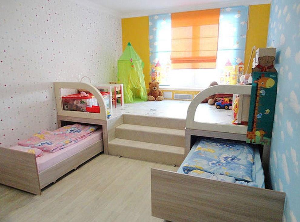 Выдвижные кровати в комнате для девочек