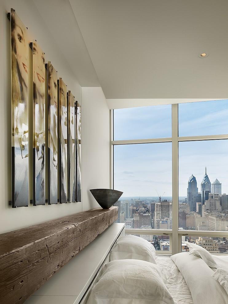 Интерьер современной спальни с большим окном