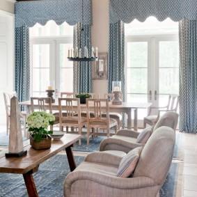 Стильный зал с красивыми ламбрекенами