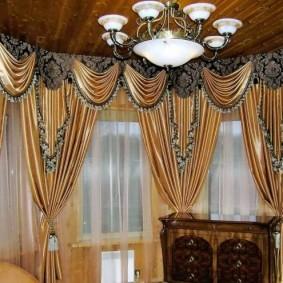 Серо-золотистые шторы в стиле классики
