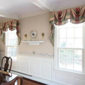 Красивые занавески в кухне-гостиной