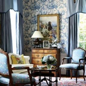 Синий текстиль в интерьере гостиной
