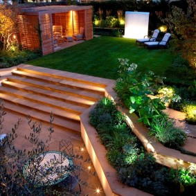 Подсветка ступеней садовой лестницы