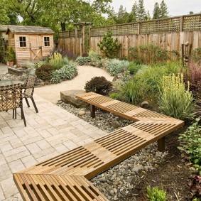 Садовая лавка из твердой древесины