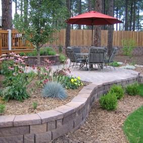 Площадка для полноценного отдыха на загородном участке