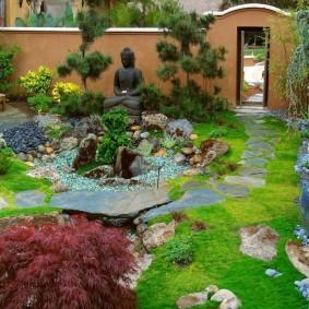 Небольшой сад в восточном стиле