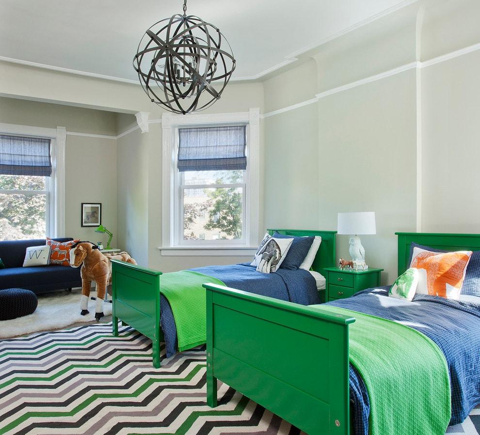Зеленые кровати в комнате для мальчиков