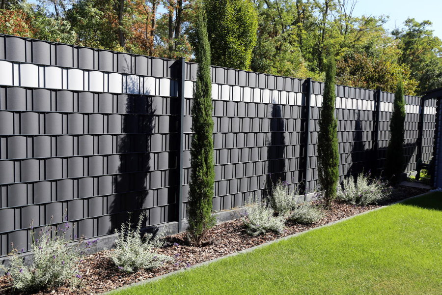 Ленточный забор из поливинилхлоридной ленты